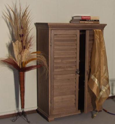 Купувам Дървен шкаф за коридор