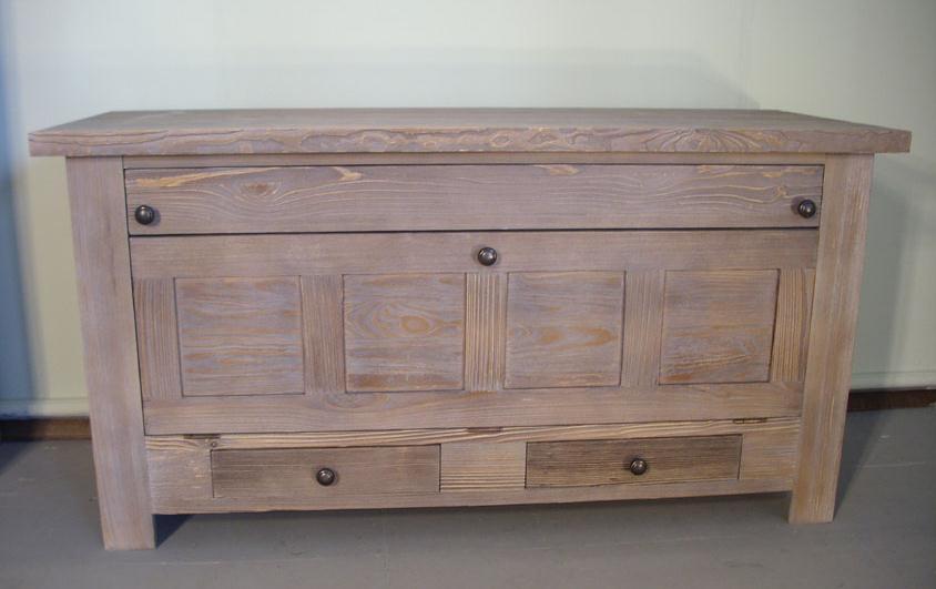 Купувам Дървен шкаф , скрин