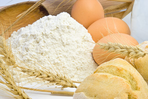 Купувам Пшеничено брашно 1 кг.