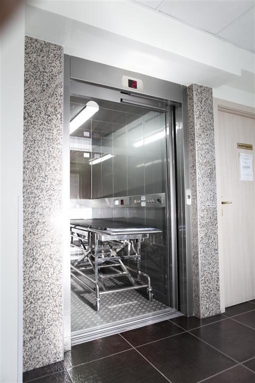 Купувам Болнични асансьори