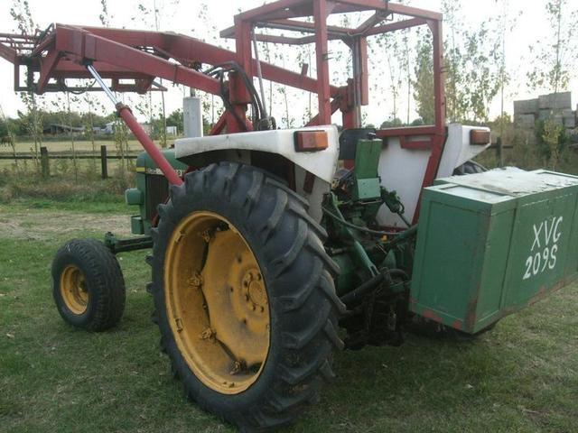 Купувам Трактор JOHN DEERE - 2130