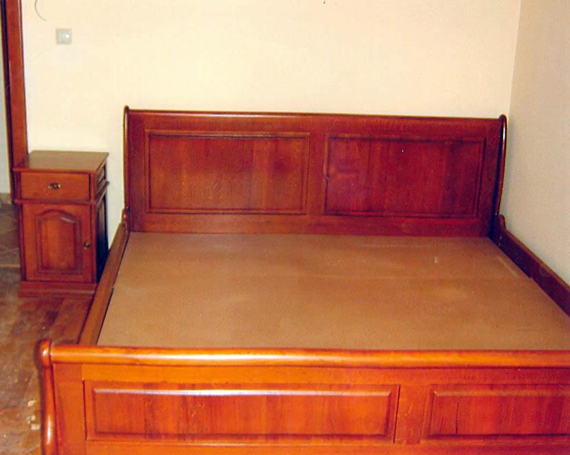 Купувам Комплект мебели за спалня от масив