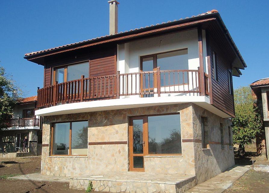 Купувам Двуетажна къща в с. Горица