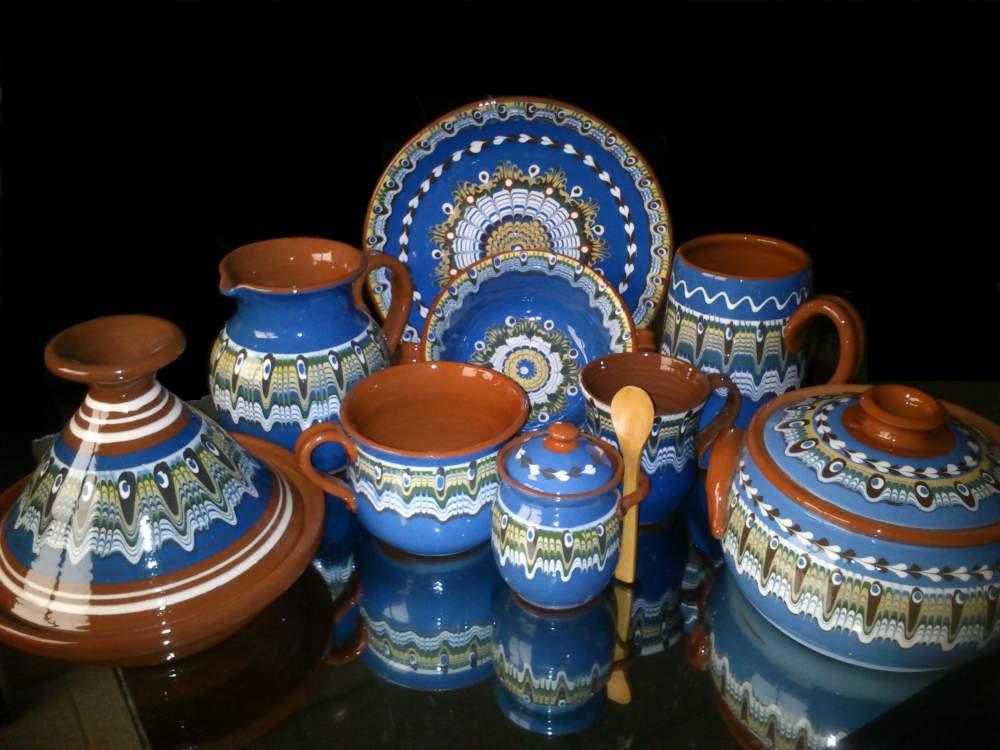 Купувам Керамични съдове в синя цветова гама.