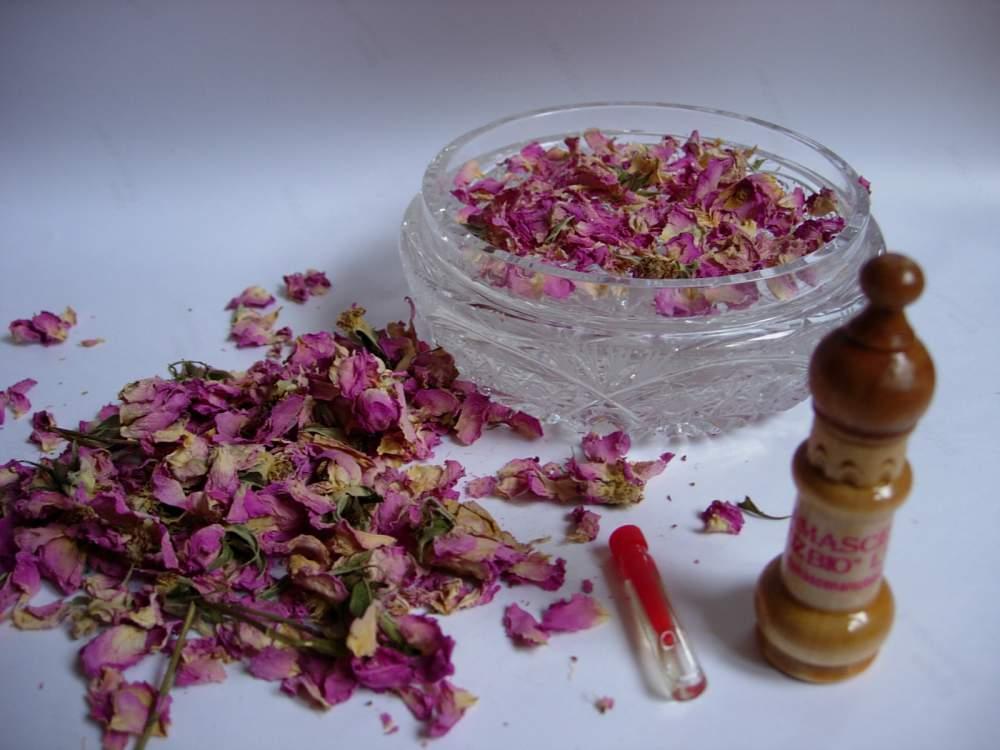 Купувам Етерично масло от маслодайна роза Rosa Damascena