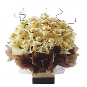 Купувам Букет от шоколадови бонбони Ferrero Rocher