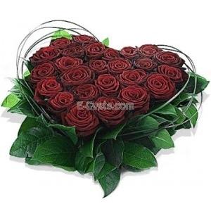 """Купувам """"Аз обичам теб"""" - Сърце от цветя"""