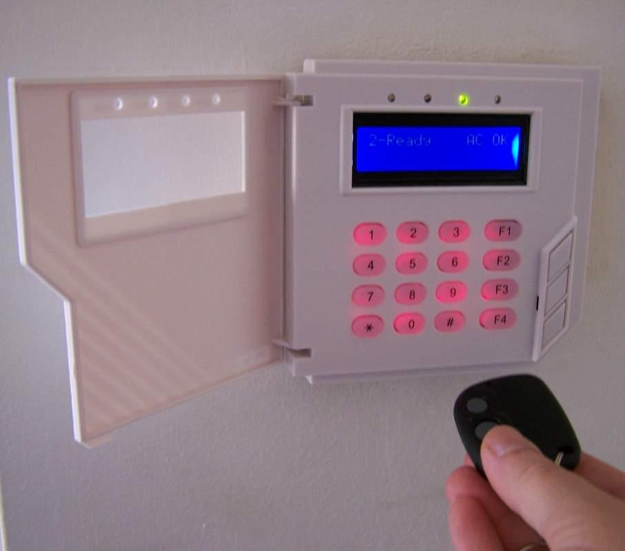 Купувам Алармена система ПУМА с вграден GSM комуникатор и клавиатура с LCD дисплей