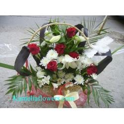 Купувам Кошница с цветя от рози, лилиум, хризантема, астромелия