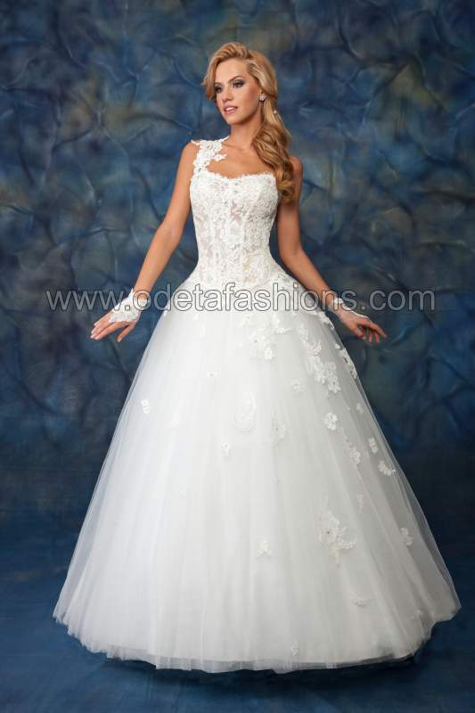 Купувам Сватбена рокля модел: 1403