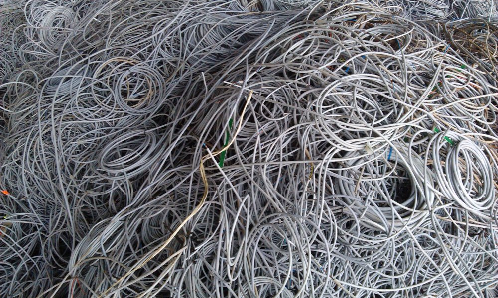 Купувам Отпадъчни алуминиеви кабели - Скрап / Купува