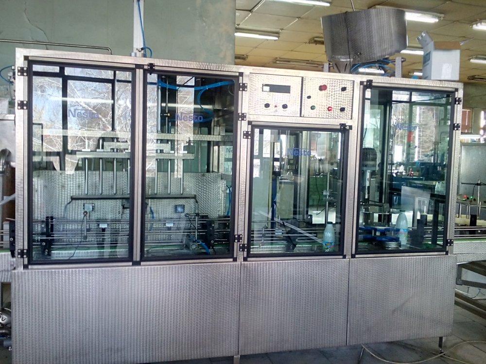 Купувам Автоматични линейна машина за бутилиране на хранителни течности/айрян, мляко, оцет, боза, вино, алкохолни течности и др./