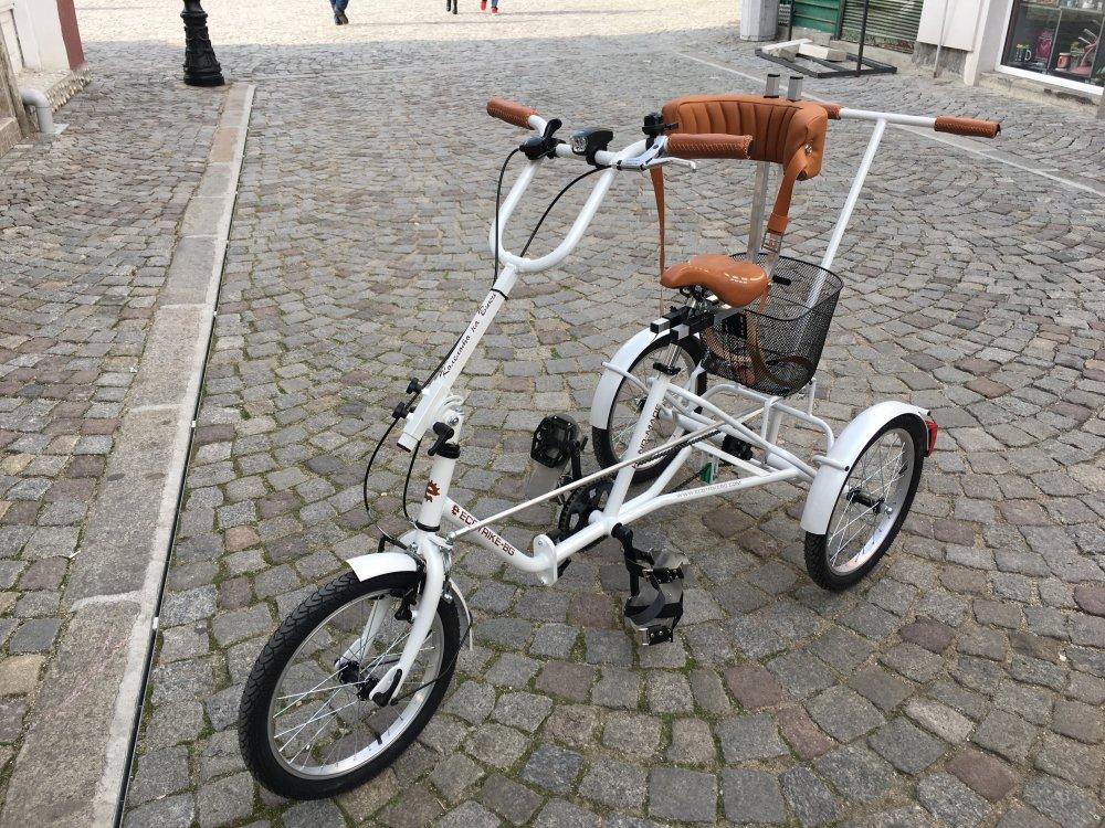 Купувам Ортопедичен триколесен велосипед.