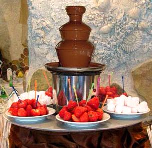 Купувам Шоколадов фонтан под наем от НОВА Кетъринг за стилното Ви събитие! Ефектно аранжиран с плодове, маршмелоу и кексчета http://www.novva.bg