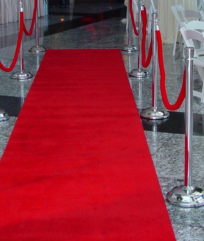 Купувам Червен килим под наем от НОВА Кетъринг за Вашето официално събитие!