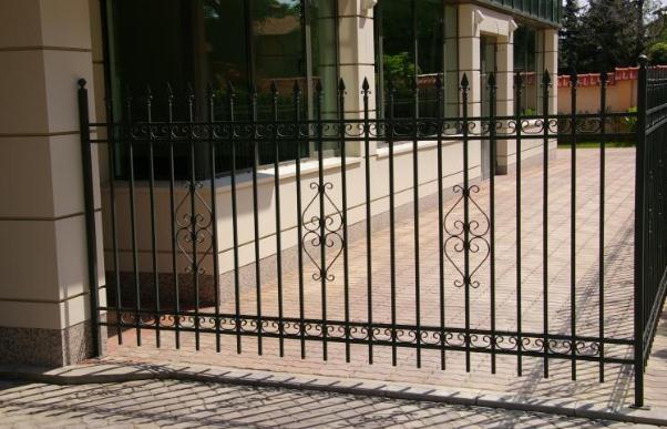 Купувам Кована ограда жилищен комплекс
