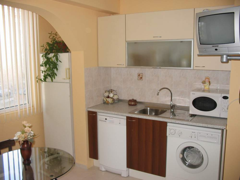 Купувам Кухня Венге - бяла - мат (180 см)