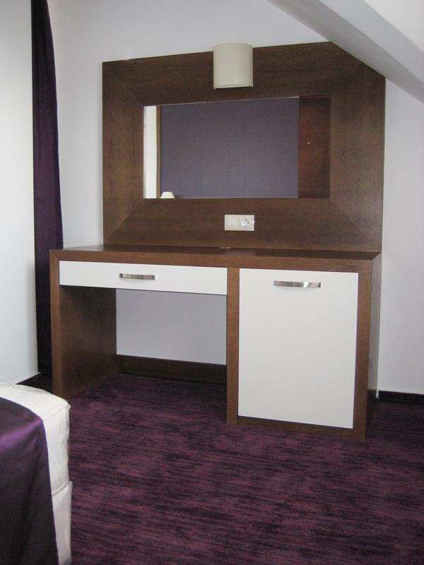 Купувам Мебели за спални