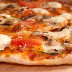 Пица с кренвирши и гъби