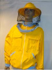Блузон, изработен от плътен памучен плат, осигоряващ 100% защита от ужилвания.
