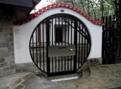 Метална порта по индивидуален проект, с вградена