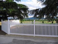 Декоративна дървена ограда