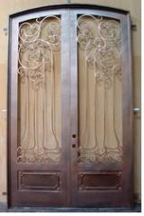 Врати за входове и входни врати