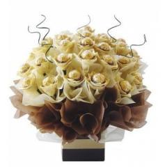 Букет от шоколадови бонбони Ferrero Rocher