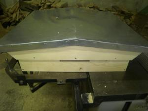 Roofs for hives