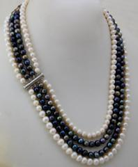 Колие *Наслади се на мига* от седем реда бели естествени перли