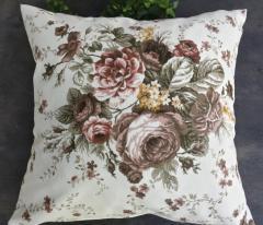 Декоративна възглавничка с цветя