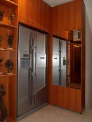 Ъглов шкаф с огледало