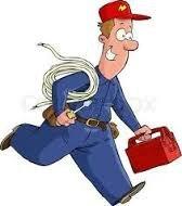 Електротехник извършва ремонт на бойлери