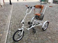 Ортопедичен триколесен велосипед.