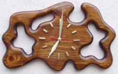 Дървен стенен часовник