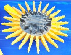 Гибкие полимерные и стальные пальцы для механического удаления сорняков в кровати растений