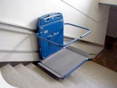 Асансьор за инвалидни колички за право стълбище
