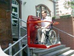 Асансьор за стълбища със завои и междинни площадки