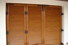 Капаци за прозорци, монтирани въху касата.