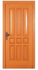 Врата от масивна дървесина.
