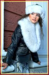 Дамско яке с кожена гарнитура