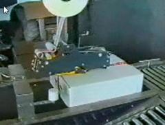 Машина за подреждане и затваряне на картонени