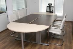 Заседателна маса за дванадесет човека