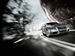 Автомобил Audi  S4 Limousine