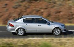 Автомобил Opel Astra H Sedan