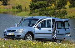 Автомобил Opel Combo Tour