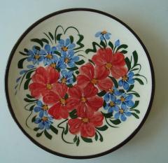 Чиния с ръчно рисувани цветя