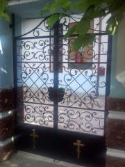 Врати и порти от ковано желязо.
