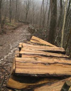 Нацепени дърва
