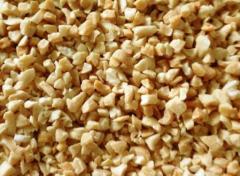 Печен, белен, нарязан на различни калибри фъстък